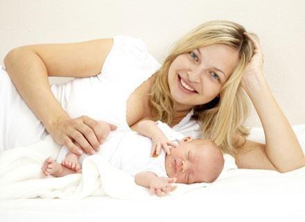 Zwykle szpitale położnicze wysyłają informacje o urodzeniu dziecka do urzędu stanu cywilnego /© Panthermedia