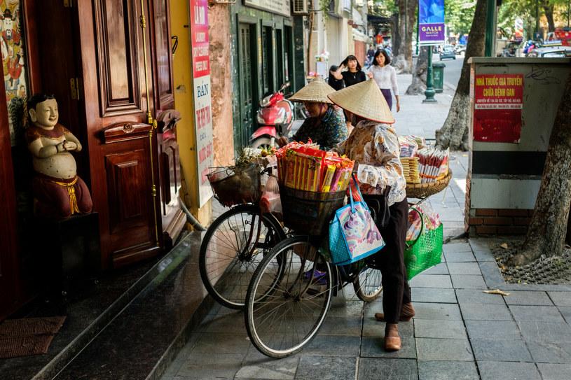 Życie codzienne w starej dzielnicy Hanoi /Mateusz Grochocki /East News