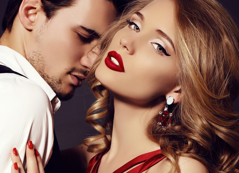 Życie seksualne dla każdej pary ma inne znaczenie, jednak warto dbać o to, aby nie wkradła się w nie rutyna /123RF/PICSEL