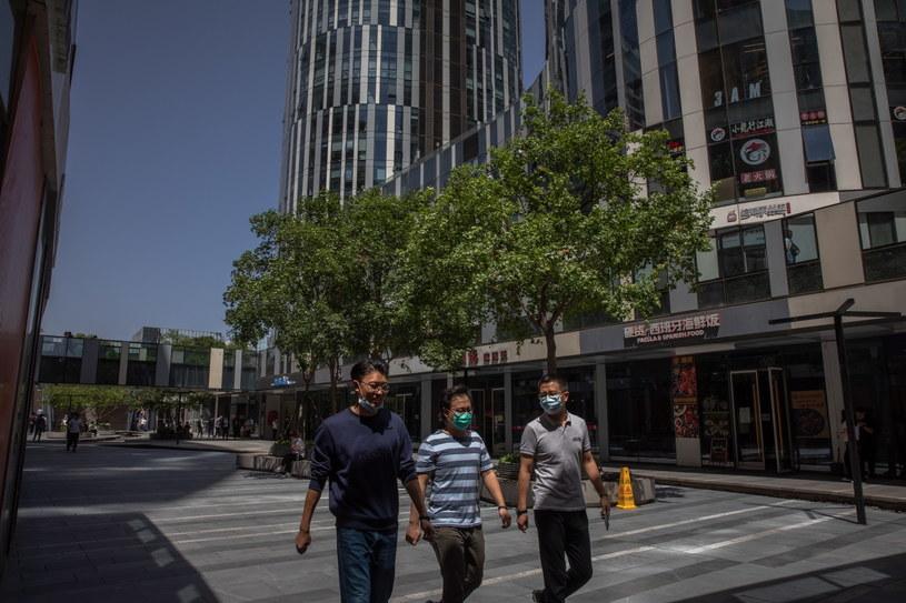 Życie w chińskich miastach powoli wraca do normy. Na zdjęciu Pekin /ROMAN PILIPEY /PAP