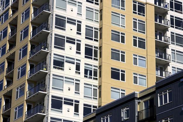 Życie w małych miastach wojewódzkich może umożliwiać szybsze bogacenie się /123RF/PICSEL