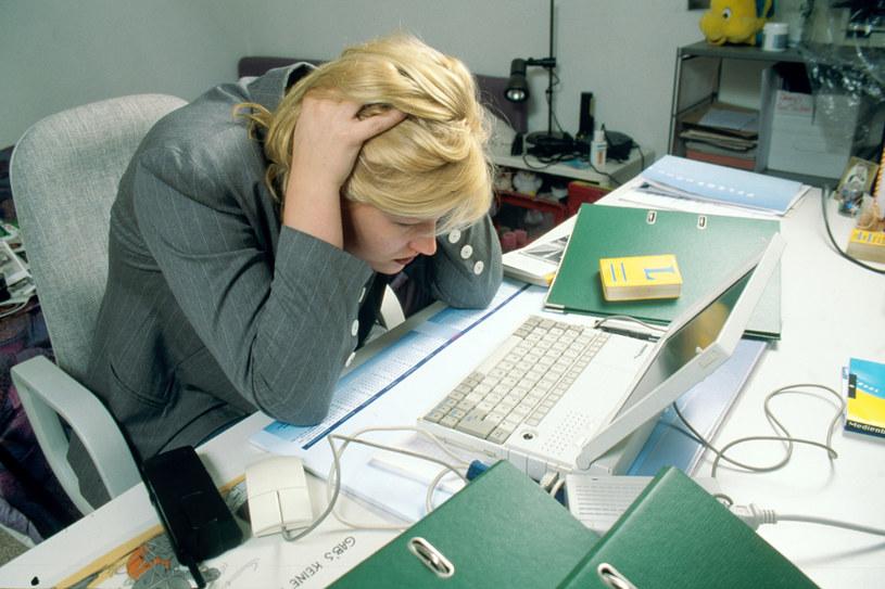 Życie współczesnej Polki Stresy w pracy, dzieci, dom, kredyt, brak czasu, wahania nastroju, trudności ze spaniem, brak energii. /Bauer /