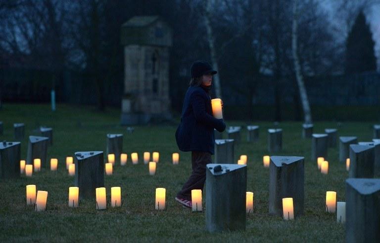 Żydowski cmentarz na terenie dawnego obozu nazistowskiego w Terezinie /MICHAL CIZEK /AFP