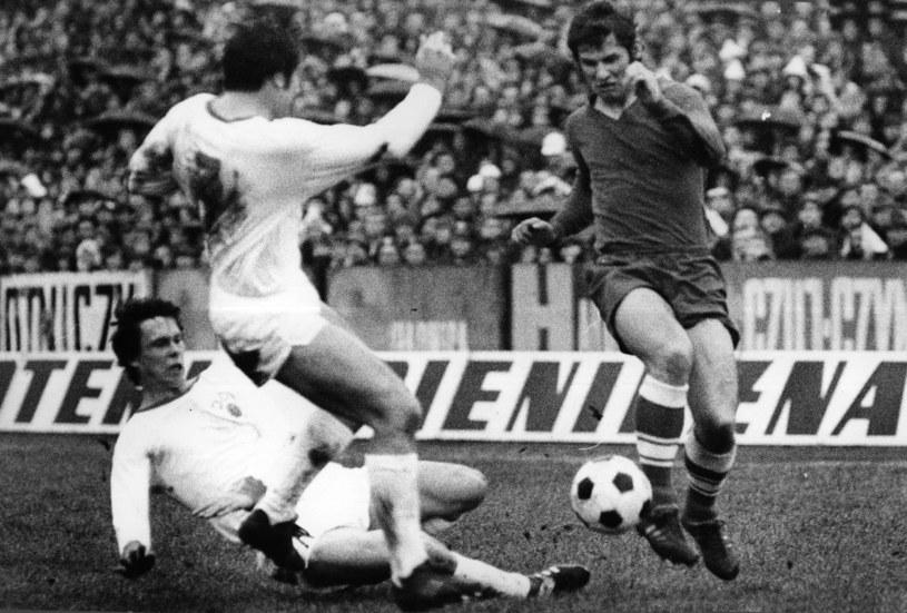 Zygmunt Anczok (z prawej) w meczu z NRD w 1972 roku /Fot. Mieczysław Szymkowski /Newspix