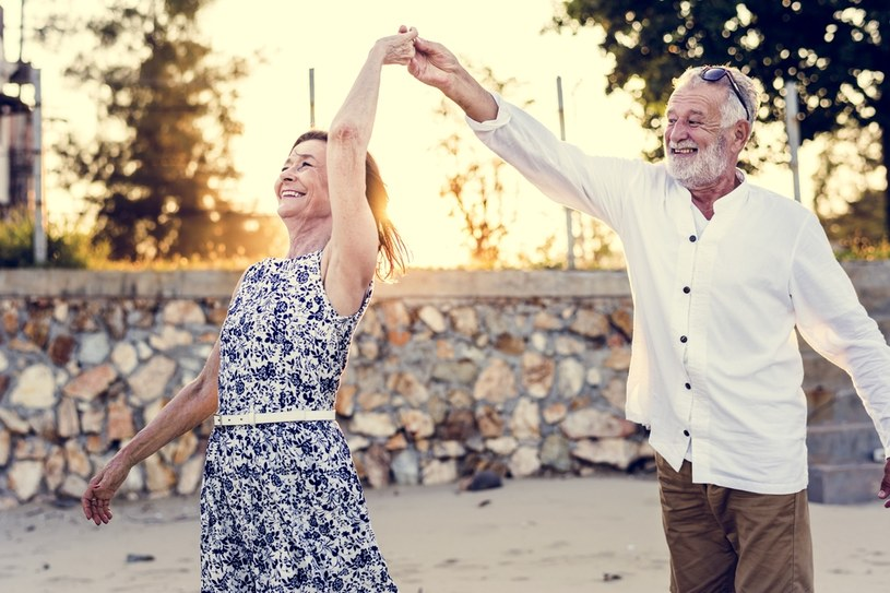 Żyjemy coraz dłużej i coraz dłużej chcemy pozostawać aktywni /123RF/PICSEL