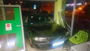 Żyrardów: 18-latka wjechała samochodem do apteki
