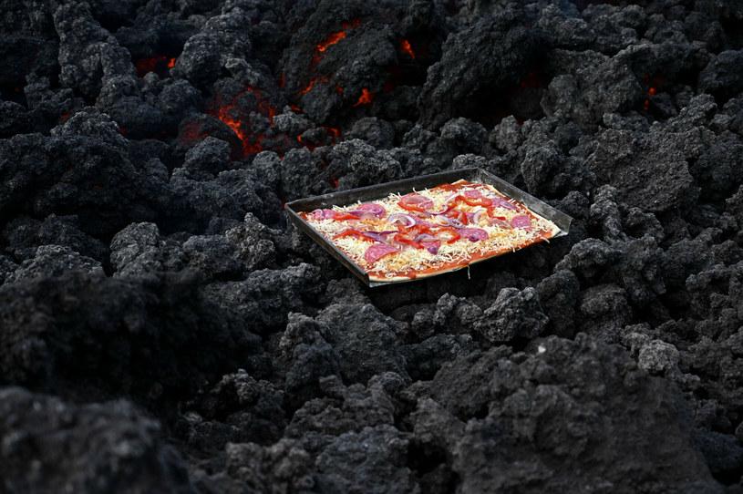 Żywność przygotowana w oparach trujących gazów wulkanicznych nie jest zdrowa /AFP /East News
